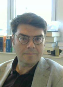 """Vincenzo Ferrante è professore ordinario di Diritto del lavoro, nella facoltà di Giurisprudenza della Università Cattolica del S. Cuore, insegna altresì presso lo stesso ateneo Diritto della previdenza sociale e Diritto sindacale. È Direttore del Centro europeo di Diritto del lavoro e relazioni industriali (CEDRI) e Coordinatore del Master di I livello in Consulenza del lavoro e direzione del personale (MUCL), attualmente giunto alla XII edizione. Avvocato, iscritto all'albo dell'Ordine di Milano dal 1994, è abilitato al patrocinio presso le giurisdizioni superiori. Recentemente ha pubblicato il manuale Nozioni di diritto della previdenza sociale (con T. Tranquillo, CEDAM WK; Padova, 2016, III ediz.); il volume Lavoro, famiglia, cittadinanza (Vita e Pensiero, Milano, 2016) e la monografia Tempi di lavoro: Durata della prestazione, lavoro a tempo parziale, contratti di solidarietà (Dike giuridica, Napoli, 2014). Nel maggio 2005 gli è stato conferito dalla Associazione Italiana di Diritto del Lavoro il premio """"M. D'Antona"""", per la migliore opera prima, per il volume Potere e autotutela nel contratto di lavoro subordinato (Giappichelli, Torino, 2004)."""